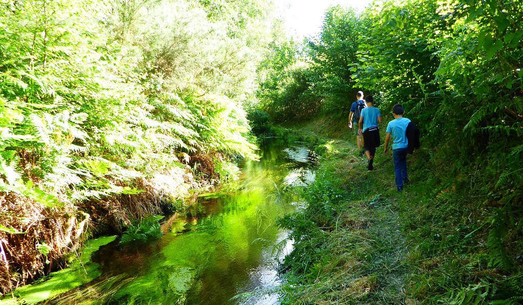 Con niños por el río Ouro Fazouro