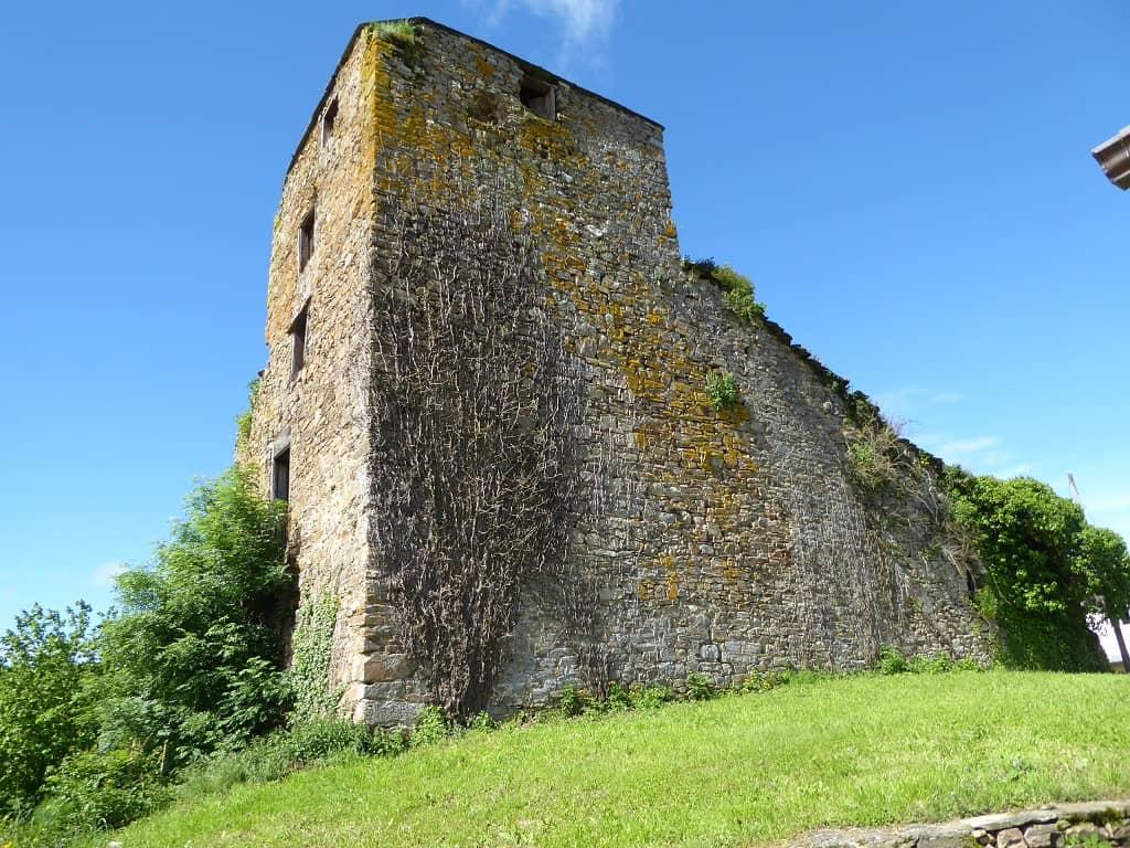 Castillos de Galicia para ir con niños Proba de Burón