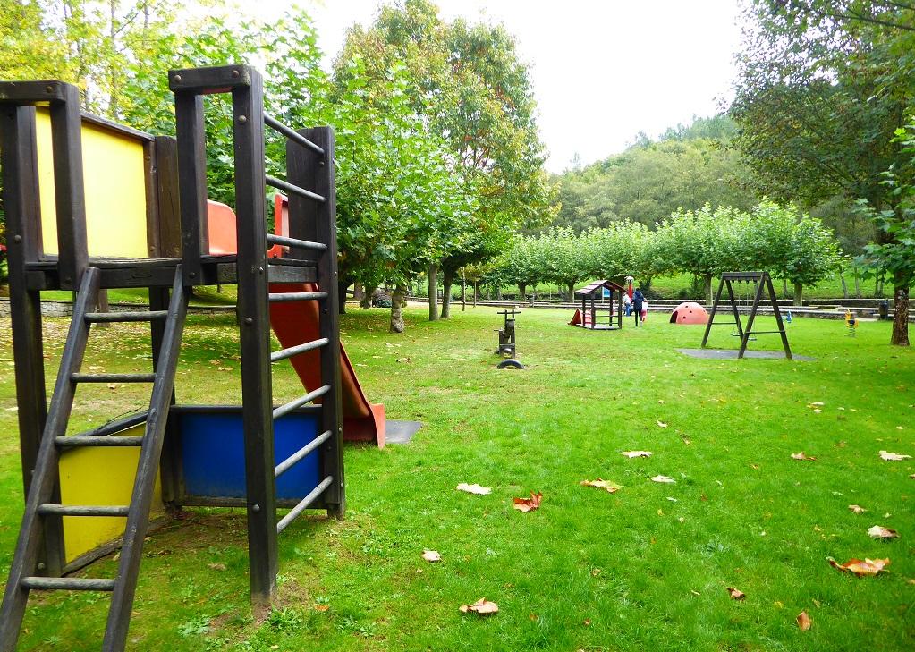 Parque infantil en Chantada