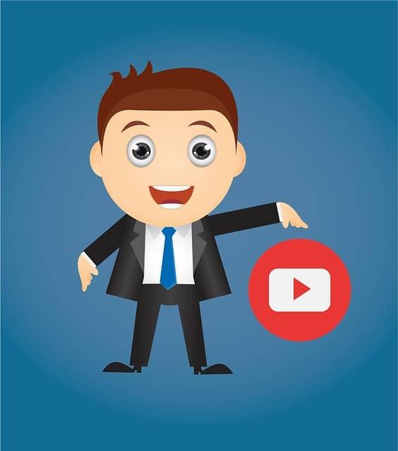 homem com logomarca do youtube