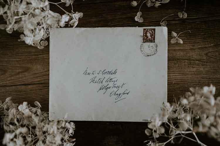 Menulis Surat: Sebuah Seni Yang Hilang