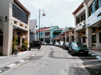 Penang is one of my all time favourite places. It's such a fabulous mix of art, culture, chill and history. So here's my guide to what this beautiful place has to offer.