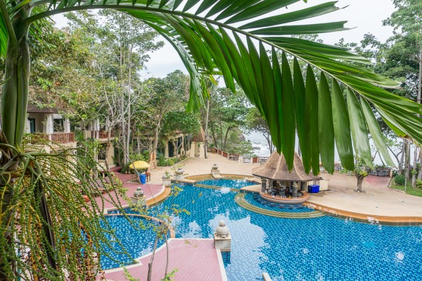 Are you looking for the perfect Thai island getaway? The Crown Lanta Hotel and Spa on the blissfully sleepy island of Koh Lanta is where you'll want to go to. Find out why in my review here.