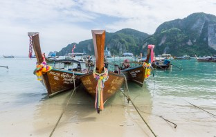 Are you planning a trip to go island hopping around Thailand in the rainy season? Don't let the time of year put you off! Travelling in low season is amazing and these beautiful islands are well worth exploring. Check out my full guide here to find our everything you need to know about visiting #thailand #thaiislands #kohsamui #kohphangan #kohlanta #kohphiphi #visitthailand #explorethailand #lowseasontravel