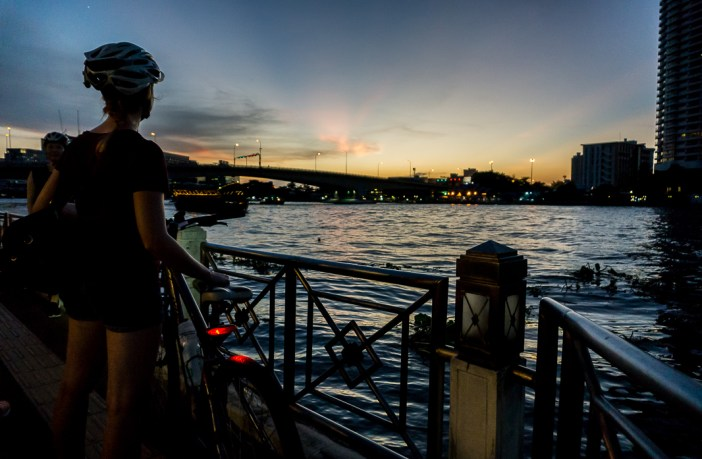 Visiting Bangkok and looking for a way to get off the beaten track? The Grasshopper Adventures Bangkok night bike tour is perfect for you!