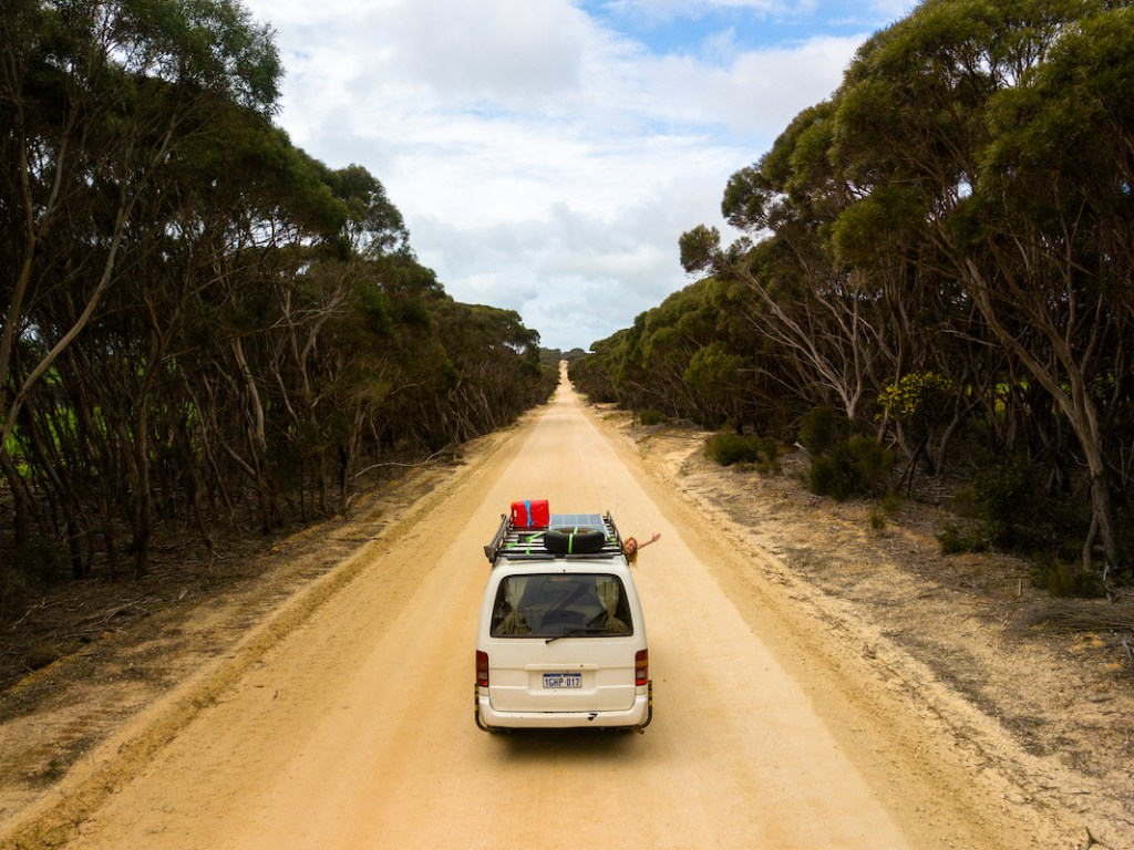 Packing your van is one of the trickiest things about living in a small space but after living the van life in Australia I know a few things. Take a look here for a budget friendly campervan packing list that will give you 20 campervan essentials for under $20. These van life essentials will make living in a van just that bit easier! #vanlife #livinginavan #roadtrip #motorhome #roadtripaustralia #vanconversion #campervanlife #campervanconvertion #campervanpackinglist