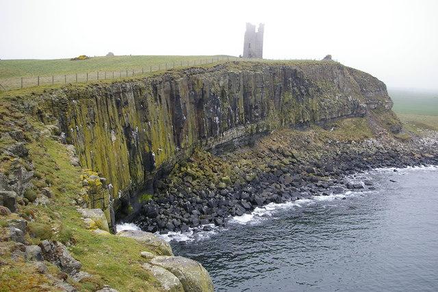 Sea_cliffs_at_Dunstanburgh_Castle_-_geograph.org.uk_-_410729