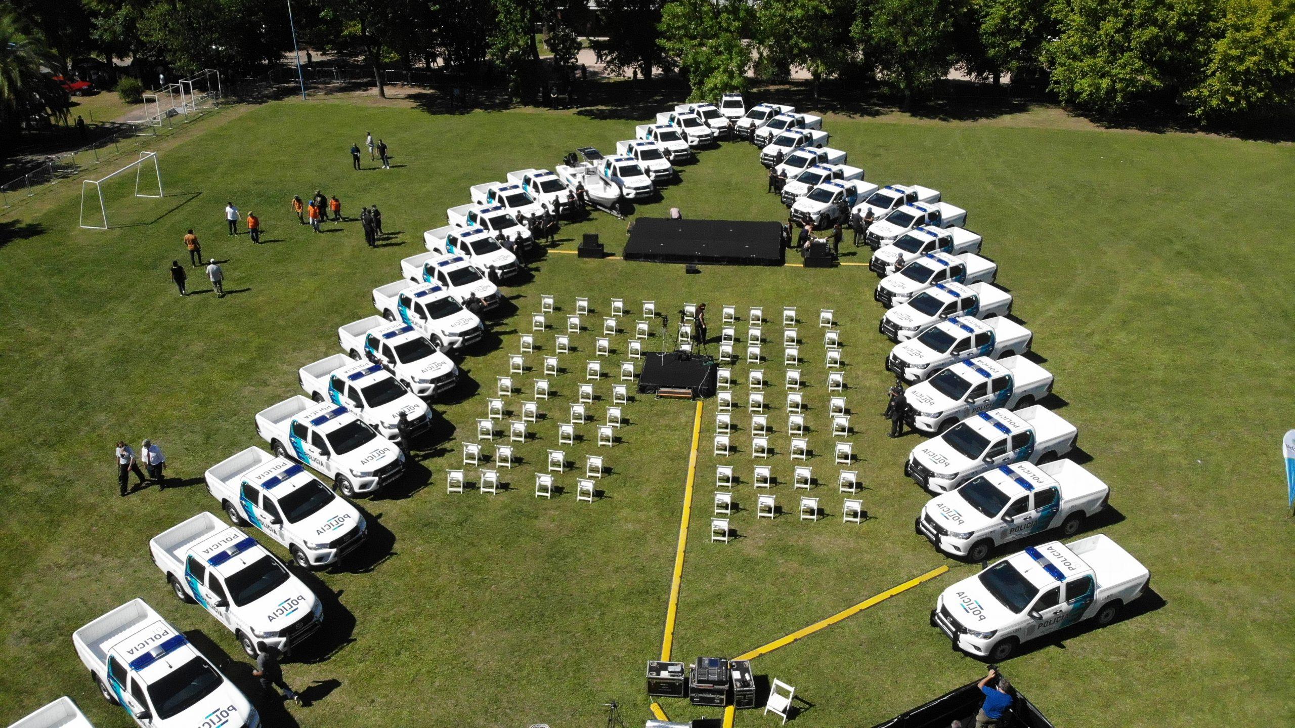 Escobar cuenta con nuevos móviles policiales y de prevención