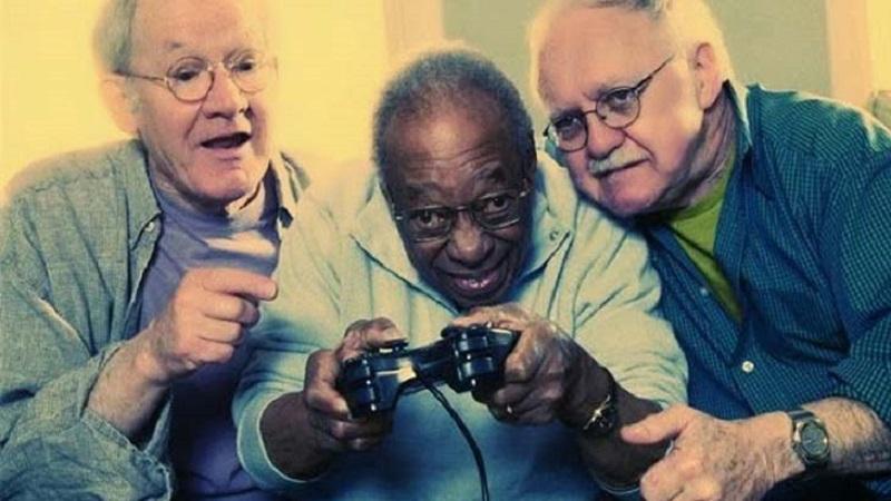 idosos-jogando-video-game