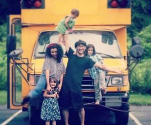 """Brasileiros transformam ônibus escolar em """"casa"""" e viajam pelos EUA"""