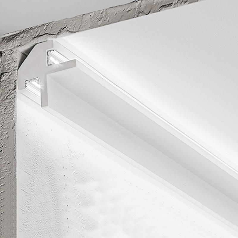 Uno sguscio semplice e liscio (dello stesso colore della parete). Cornice Angolare In Gesso Bi Emissione Illuminazione Indiretta Da P