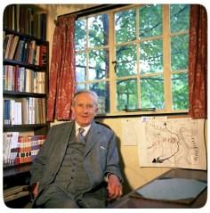 J.R.R. Tolkien e seu estúdio