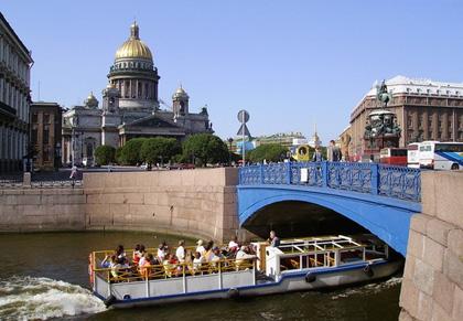 Giro in battello sui canali di San Pietroburgo