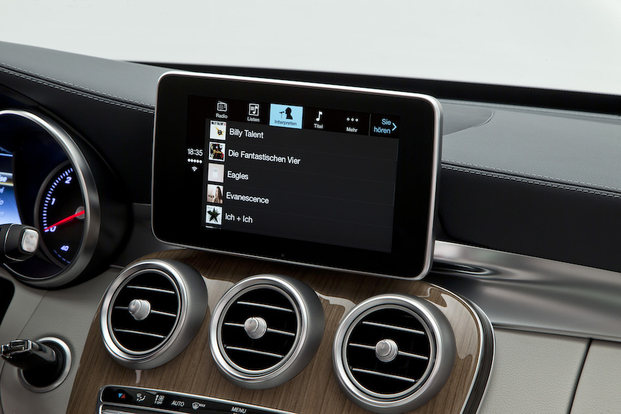 "Mercedes-Benz - Apple ""CarPlay"""