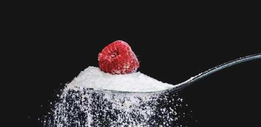 Imagen de una cuchara llena de azúcar