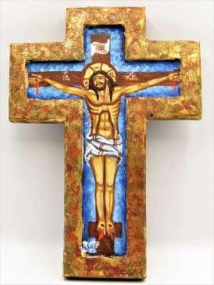 Χειροποίητη Αγιογραφία Σταύρωση ζωγραφισμένη στο χέρι και σκαμμένη , βυζαντινή σε σχήμα σταυρού. Διαστάσεις 0,23εκ Χ 0,16εκ