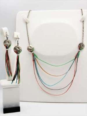 Χειροποίητο Σετ Κολιέ και σκουλαρίκια αλυσίδα, ασημί στοιχεία και χρωματιστά κορδόνια.