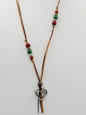 Χειροποίητο Κολιέ μακρύ με ασημί καρδιά ξύλινες πράσινες κόκκινες χάντρες και κερωμένα κορδόνια.