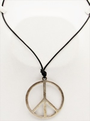 Χειροποίητο Κολιέ unisex με ασημί Σύμβολο της Ειρήνης σε μαύρο κορδόνι.