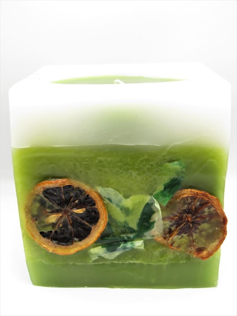 Κύβος αρωματικό κερί λευκό πράσινο με αποξηραμένα πορτοκάλια. Διαστάσεις 12εκ χ 11εκ