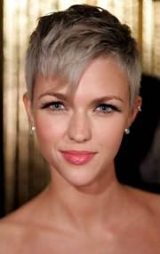cute pixie hairstyles short