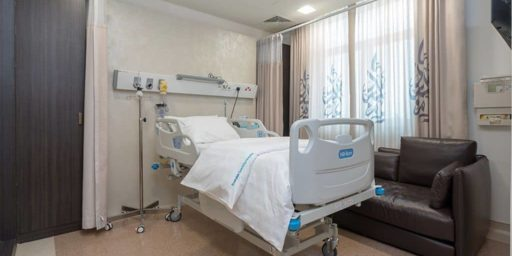 Emirates-Specialty-Hospital-Room-03