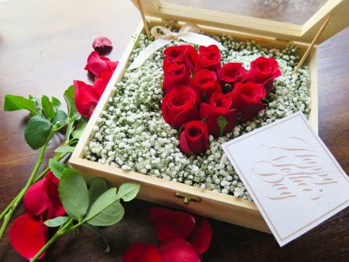 Crazy In Love Roses in Gift Box | Valentines Special | Eska Creative Gifting
