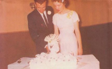 Raymond-Carver-ve-Maryann-Burk-evlilik-gunu-1957