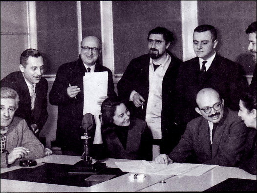 BBC-1963-yilindan-bir-toplu-fotograf-Soldan-saga-ayaktakiler-Halit-Kıvanc-Mehmet-Refig-Can-Yucel-Omer-Umar-İzgan-Baz-Oturanlar-Feyyaz-Fergar-(Kayacan)-Leyla-Umar-Dr-Andrew-Mango-Mübeccel-Argun-1963-BBC