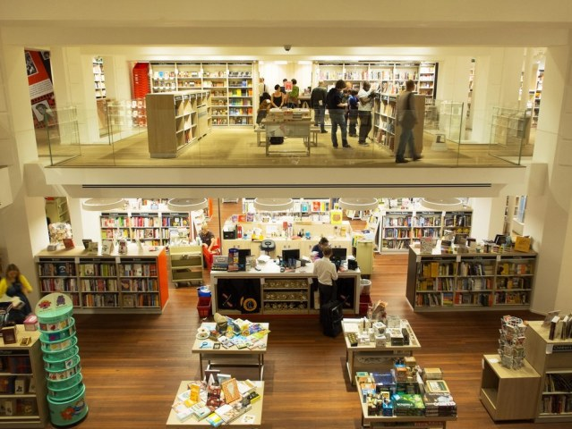 foyles-bookshop-london-4