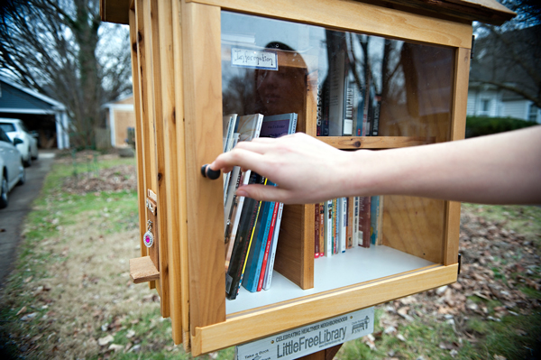 kucuk-kutuphane-Little-Free-library-20-Hannah-lane-davies-babasi-aaron-4