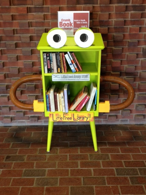 robot-sokak-kutuphanesi-Little-Free-library-24