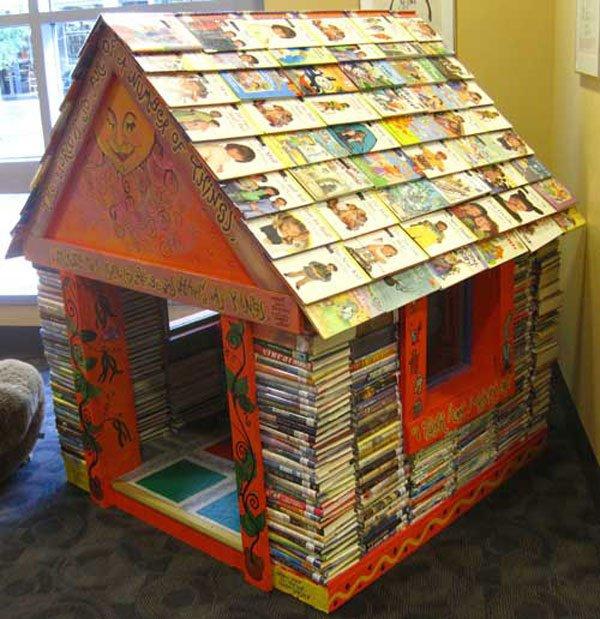 kitaplardan-yapilmis-yapilar-Iowa-City-Public-Library