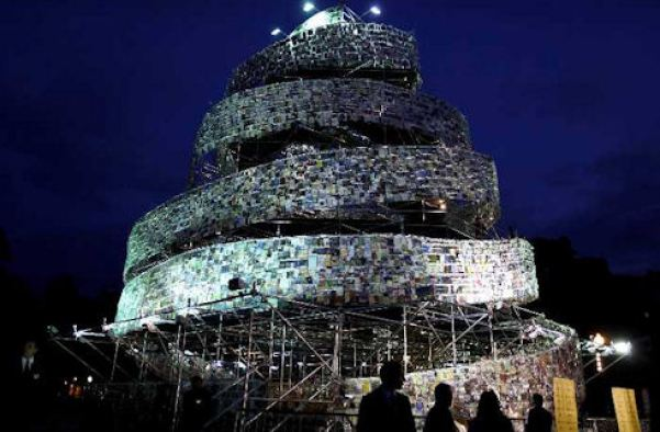kitaplardan-yapilmis-yapilar-Tower-of-Babel-masterminded-by-Marta-Minujin-babil-kulesi
