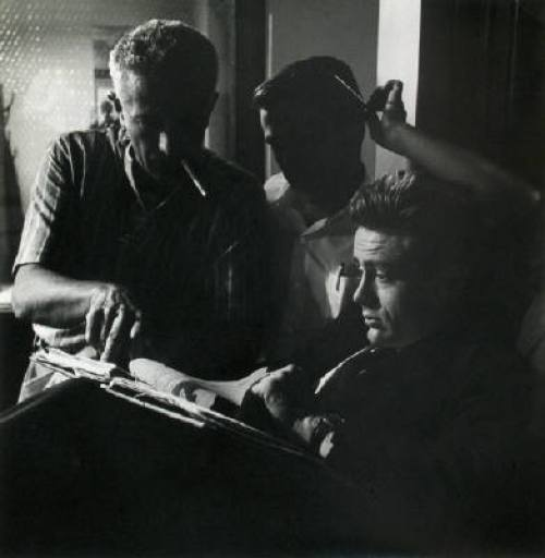 Nicholas-Ray_and_James-Dean_read