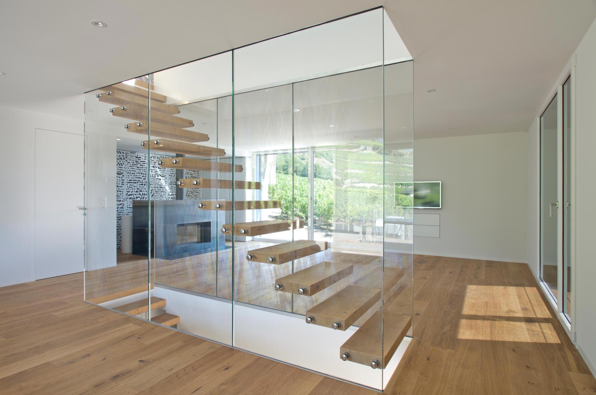 ES Amg escalier hor 20 05 007 - Montée en transparence