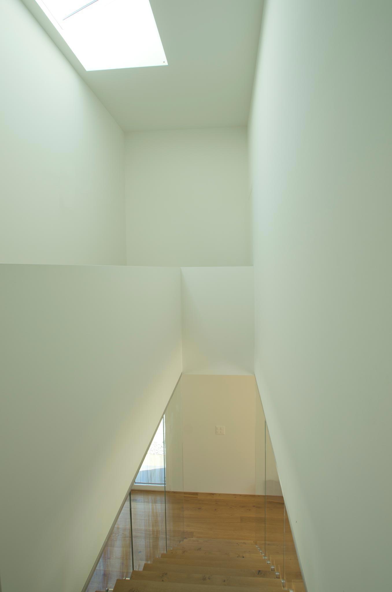 ES Amg escalier vtc 20 05 003 - Montée en transparence