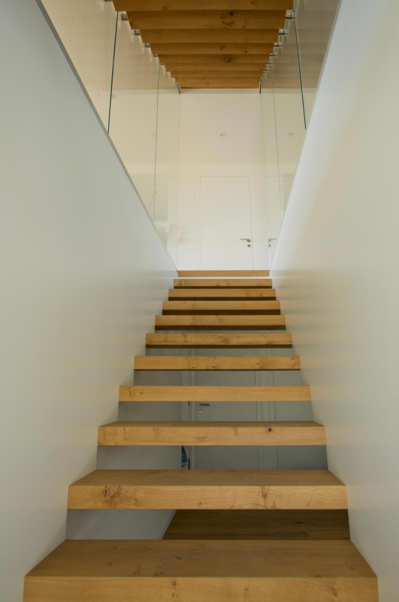 ES Amg escalier vtc 20 05 006 - Montée en transparence