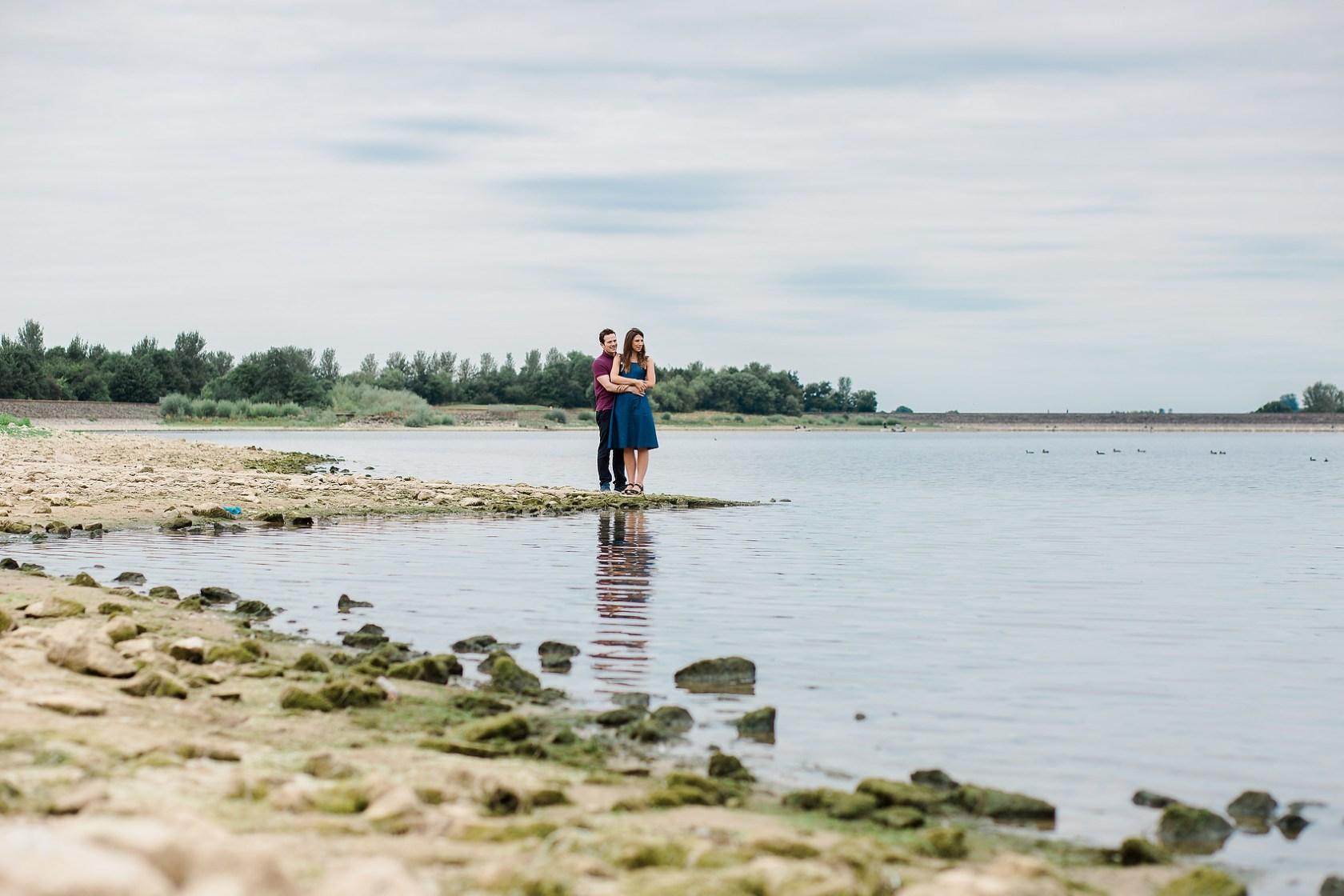 wedding photography leamington spa Warwickshire couple on draycote water