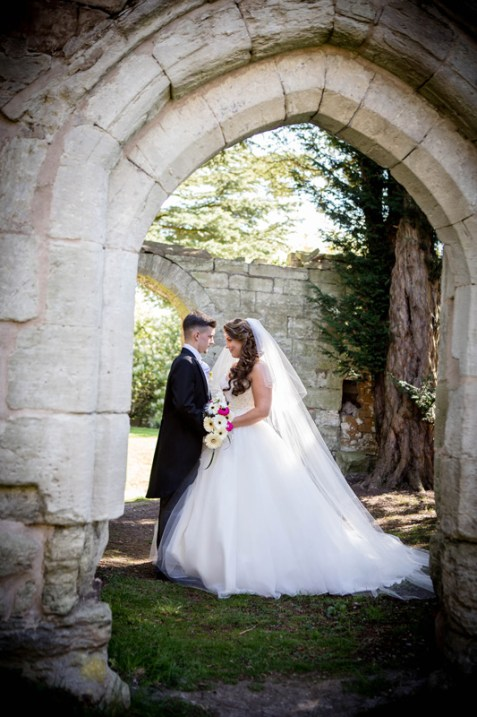 wroxhall abbey bride and groom in arch leamington spa warwickshire photography
