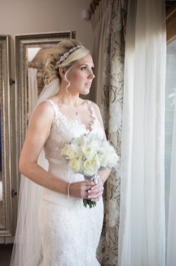 bride portrait before ceremony at mythe barn