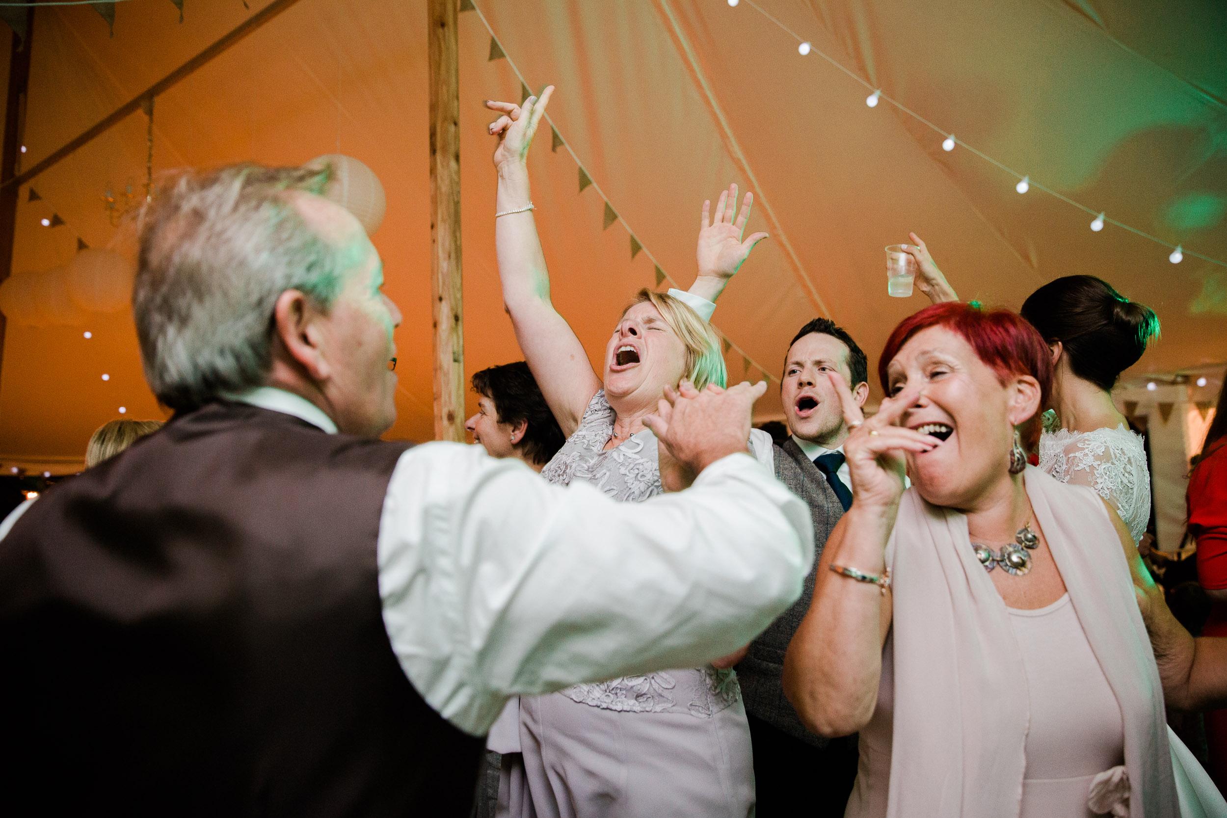 chic-rustic-home-farm-wedding-239