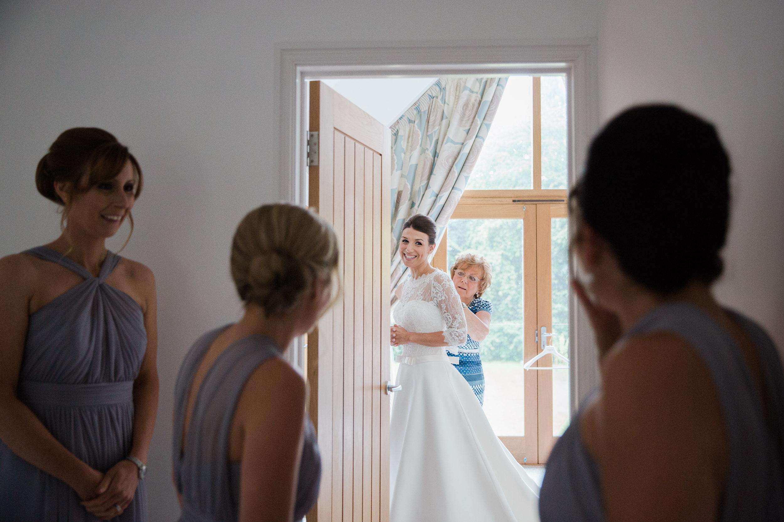 chic-rustic-home-farm-wedding-39