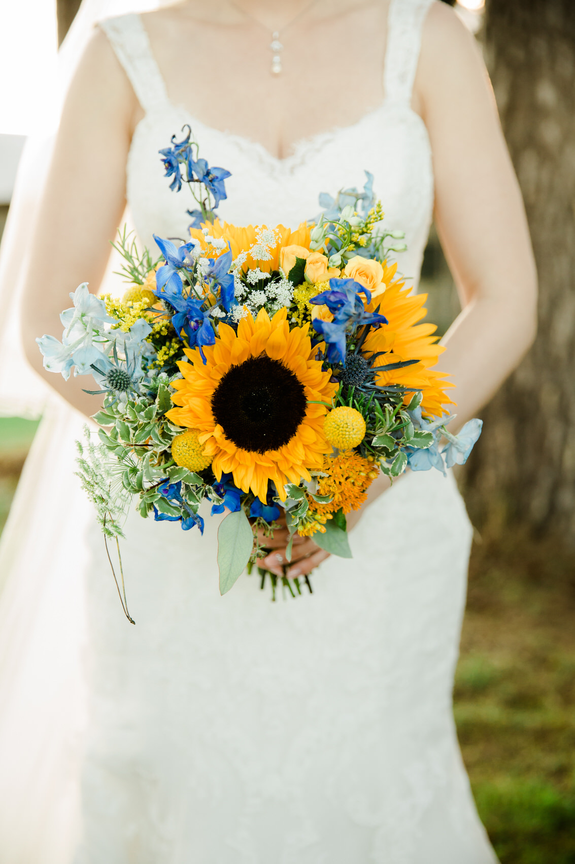 Yellow_And_Blue_131Rustic_Barn_Wedding-1