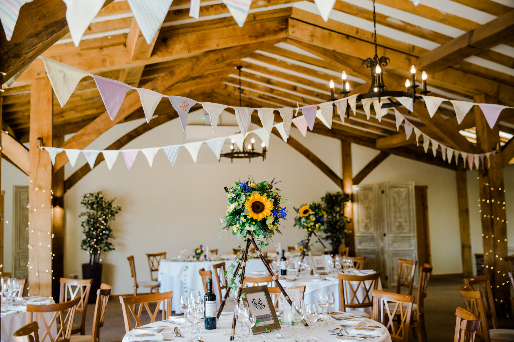 Yellow_And_Blue_85Rustic_Barn_Wedding-1