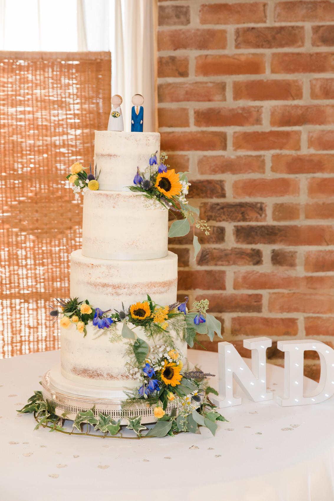 Yellow_And_Blue_87Rustic_Barn_Wedding-1