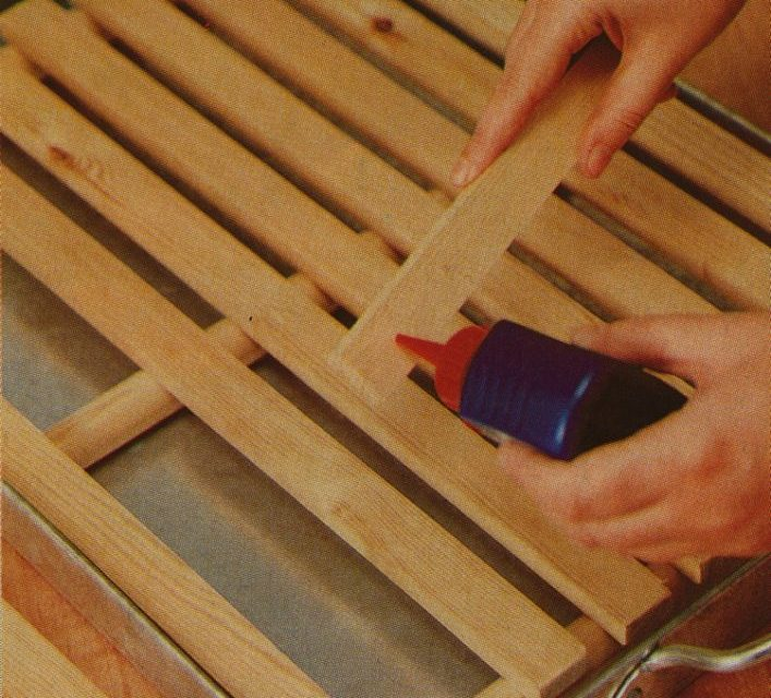 Cómo pegar un marco con cola blanca