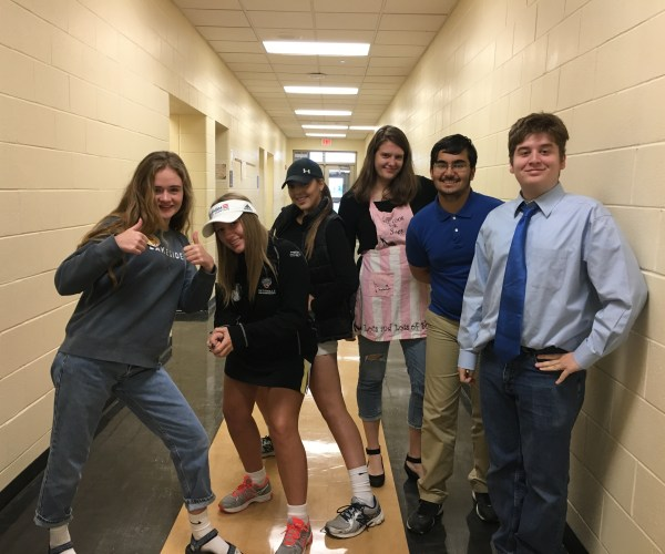 Sophomores Caroline Schoen, Sarah Olmstead, Sarah Hooper, Emma Searfoss, Zak Hussain, and John Miller posed for a picture while dressed as parents.
