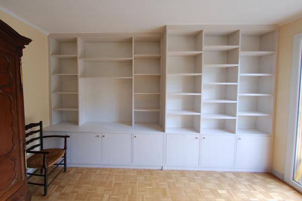 Espace placard  Ralisations bibliothques et meubles home cinma sur mesure en medium laqu blanc