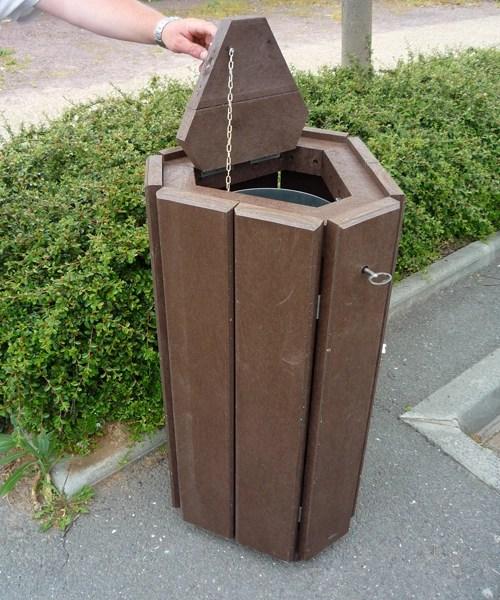 corbeille en plastique recycle avec trappe gamme parc - Corbeille avec trappe rabattable PARC ESPACE URBAIN